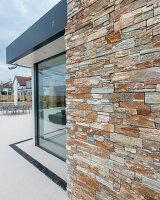 Bildnr.: 11429468<br/><b>Feature: 11429291 - Darf&#39;s noch etwas mehr sein?</b><br/>Luxushaus mit Pool, Bar und Meerblick in Bournemouth, UK<br />living4media / Cox, Stuart