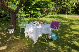 Bildno.: 11432248<br/><b>Feature: 11432236 - Accessories for Granny&#39;s Garden</b><br/>Crotcheting squares and the like for a summer look<br />living4media / Allig, Birgid