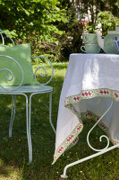 Bildno.: 11432252<br/><b>Feature: 11432236 - Accessories for Granny&#39;s Garden</b><br/>Crotcheting squares and the like for a summer look<br />living4media / Allig, Birgid