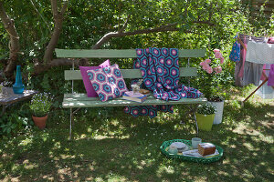 Bildno.: 11432312<br/><b>Feature: 11432236 - Accessories for Granny&#39;s Garden</b><br/>Crotcheting squares and the like for a summer look<br />living4media / Allig, Birgid