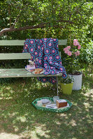 Bildno.: 11432314<br/><b>Feature: 11432236 - Accessories for Granny&#39;s Garden</b><br/>Crotcheting squares and the like for a summer look<br />living4media / Allig, Birgid