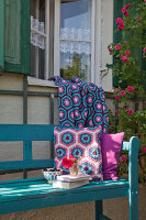 Bildno.: 11432346<br/><b>Feature: 11432236 - Accessories for Granny&#39;s Garden</b><br/>Crotcheting squares and the like for a summer look<br />living4media / Allig, Birgid