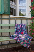Bildno.: 11432350<br/><b>Feature: 11432236 - Accessories for Granny&#39;s Garden</b><br/>Crotcheting squares and the like for a summer look<br />living4media / Allig, Birgid