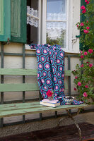Bildno.: 11432352<br/><b>Feature: 11432236 - Accessories for Granny&#39;s Garden</b><br/>Crotcheting squares and the like for a summer look<br />living4media / Allig, Birgid