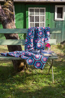 Bildno.: 11432358<br/><b>Feature: 11432236 - Accessories for Granny&#39;s Garden</b><br/>Crotcheting squares and the like for a summer look<br />living4media / Allig, Birgid
