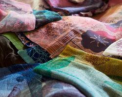 Bildnr.: 11432560<br/><b>Feature: 11432546 - Die Farben der Tropen</b><br/>Designerin Heather Maund bannt Farben und Stimmung der Seychellen auf Stoff<br />living4media / von Oswald, Yvonne