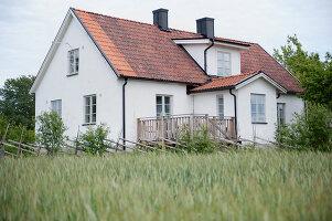 Bildnr.: 11433026<br/><b>Feature: 11433019 - Lebensk&#252;nstlerin</b><br/>Die Kunstlehrerin wei&#223;, wie es sich leben l&#228;sst. Gotland<br />living4media / Bj&#246;rnsdotter, Magdalena