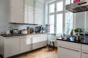 Bildno.: 11436754<br/><b>Feature: 11436740 - Pomp and Paradox</b><br/>The apartment of an actress in Hamburg, Germany<br />living4media / Moog &amp; van Deelen