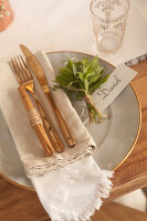 Bildno.: 11440620<br/><b>Feature: 11440613 - The Holiday Table</b><br/>Trendy looks for setting the holiday table<br />living4media / Great Stock!