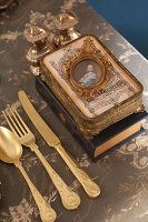 Bildno.: 11440626<br/><b>Feature: 11440613 - The Holiday Table</b><br/>Trendy looks for setting the holiday table<br />living4media / Great Stock!