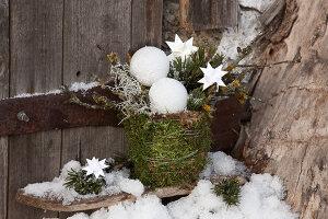 Bildnr.: 11445684<br/><b>Feature: 11445673 - Einen Blumentopf gewinnen</b><br/>Selbst gestaltete &#220;bert&#246;pfe als Mitbringsel und Winterdeko<br />living4media / Fr&#246;hlich, Heidi