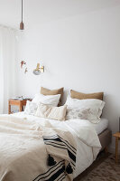 Bildno.: 11445940<br/><b>Feature: 11445913 - Sweet Dreaming</b><br/>Masterbedroom revamp in The Netherlands<br />living4media / Marder, Holly