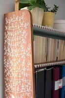 Bildnr.: 11447462<br/><b>Feature: 11447452 - Illustres Zuhause</b><br/>Kinderbuchautorin Linda liebt auch zuhause grafische Elemente, Schweden<br />living4media / M&#246;ller, Cecilia