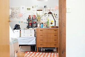 Bildnr.: 11447464<br/><b>Feature: 11447452 - Illustres Zuhause</b><br/>Kinderbuchautorin Linda liebt auch zuhause grafische Elemente, Schweden<br />living4media / M&#246;ller, Cecilia