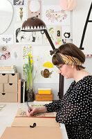 Bildnr.: 11447468<br/><b>Feature: 11447452 - Illustres Zuhause</b><br/>Kinderbuchautorin Linda liebt auch zuhause grafische Elemente, Schweden<br />living4media / M&#246;ller, Cecilia