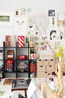 Bildnr.: 11447486<br/><b>Feature: 11447452 - Illustres Zuhause</b><br/>Kinderbuchautorin Linda liebt auch zuhause grafische Elemente, Schweden<br />living4media / M&#246;ller, Cecilia