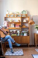 Bildnr.: 11447502<br/><b>Feature: 11447452 - Illustres Zuhause</b><br/>Kinderbuchautorin Linda liebt auch zuhause grafische Elemente, Schweden<br />living4media / M&#246;ller, Cecilia