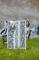 Bildno.: 11448014<br/><b>Feature: 11447993 - Screened in Style</b><br/>DIY Folding screen that you can use indoors and out<br />living4media / Selbermachen Media / Bordes, Christian