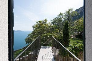 Bildno.: 11451956<br/><b>Feature: 11451948 - Lakeside Living</b><br/>Spectacular home on the western shore of Lake Garda, Italy<br />living4media / studiow&#228;lder