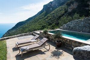 Bildno.: 11451958<br/><b>Feature: 11451948 - Lakeside Living</b><br/>Spectacular home on the western shore of Lake Garda, Italy<br />living4media / studiow&#228;lder