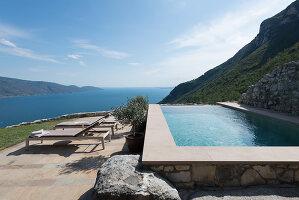 Bildno.: 11451960<br/><b>Feature: 11451948 - Lakeside Living</b><br/>Spectacular home on the western shore of Lake Garda, Italy<br />living4media / studiow&#228;lder