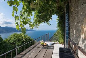 Bildno.: 11451962<br/><b>Feature: 11451948 - Lakeside Living</b><br/>Spectacular home on the western shore of Lake Garda, Italy<br />living4media / studiow&#228;lder