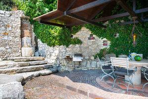 Bildno.: 11451968<br/><b>Feature: 11451948 - Lakeside Living</b><br/>Spectacular home on the western shore of Lake Garda, Italy<br />living4media / studiow&#228;lder