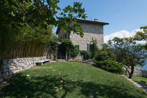 Bildno.: 11451980<br/><b>Feature: 11451948 - Lakeside Living</b><br/>Spectacular home on the western shore of Lake Garda, Italy<br />living4media / studiow&#228;lder