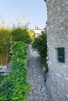 Bildno.: 11452006<br/><b>Feature: 11451948 - Lakeside Living</b><br/>Spectacular home on the western shore of Lake Garda, Italy<br />living4media / studiow&#228;lder