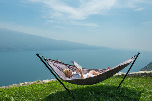 Bildno.: 11452014<br/><b>Feature: 11451948 - Lakeside Living</b><br/>Spectacular home on the western shore of Lake Garda, Italy<br />living4media / studiow&#228;lder