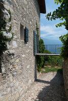Bildno.: 11452022<br/><b>Feature: 11451948 - Lakeside Living</b><br/>Spectacular home on the western shore of Lake Garda, Italy<br />living4media / studiow&#228;lder