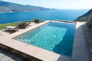 Bildno.: 11452188<br/><b>Feature: 11451948 - Lakeside Living</b><br/>Spectacular home on the western shore of Lake Garda, Italy<br />living4media / studiow&#228;lder