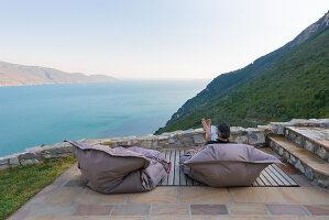 Bildno.: 11452192<br/><b>Feature: 11451948 - Lakeside Living</b><br/>Spectacular home on the western shore of Lake Garda, Italy<br />living4media / studiow&#228;lder