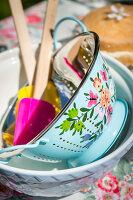 Bildno.: 11453614<br/><b>Feature: 11453608 - Tea in the Garden</b><br/>Summertime is garden tea time in the United Kingdom<br />living4media / Heinze, Winfried