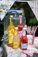 Bildno.: 11453616<br/><b>Feature: 11453608 - Tea in the Garden</b><br/>Summertime is garden tea time in the United Kingdom<br />living4media / Heinze, Winfried