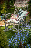 Bildno.: 11453618<br/><b>Feature: 11453608 - Tea in the Garden</b><br/>Summertime is garden tea time in the United Kingdom<br />living4media / Heinze, Winfried