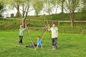 Bildno.: 11453984<br/><b>Feature: 11453975 - Fit for Having Fun</b><br/>DIY project for building a children&#39;s pup tent<br />living4media / patsy&amp;christian