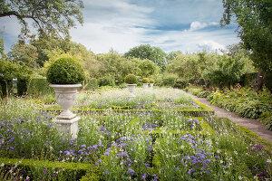 Bildno.: 11457446<br/><b>Feature: 11457439 - Sofiero Castle Garden</b><br/>Castle garden in Helsingborg, Sweden<br />living4media / Pietrek, Sibylle