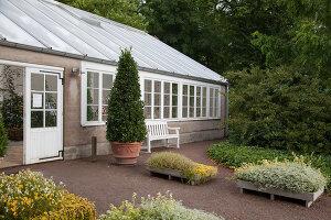 Bildno.: 11457464<br/><b>Feature: 11457439 - Sofiero Castle Garden</b><br/>Castle garden in Helsingborg, Sweden<br />living4media / Pietrek, Sibylle
