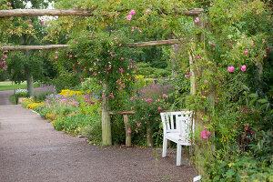 Bildno.: 11457472<br/><b>Feature: 11457439 - Sofiero Castle Garden</b><br/>Castle garden in Helsingborg, Sweden<br />living4media / Pietrek, Sibylle