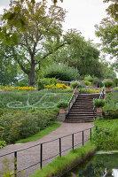 Bildno.: 11457478<br/><b>Feature: 11457439 - Sofiero Castle Garden</b><br/>Castle garden in Helsingborg, Sweden<br />living4media / Pietrek, Sibylle