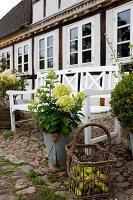 Bildno.: 11458616<br/><b>Feature: 11458614 - Farmhouse Nostalgia</b><br/>Typical farm garden in Denmark<br />living4media / Lene-K