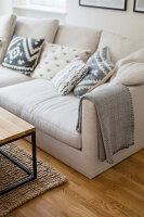 Bildno.: 11459512<br/><b>Feature: 11459484 - Decorative Touch</b><br/>Scandinavian style living room in Vienna<br />living4media / Wiener Wohnsinn