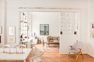 Bildno.: 11500306<br/><b>Feature: 11500301 - Pearls and Cream</b><br/>Soothing colours enhance this Berlin apartment<br />living4media / Scoffoni, Anne-Catherine