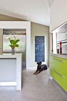 Bildnr.: 11501850<br/><b>Feature: 11501838 - Eine Einladung an die Natur</b><br/>Laetitia hat Zuhause eine Mischung aus Natur- und Design-Objekten, bei Marseille<br />living4media / Scoffoni, Anne-Catherine