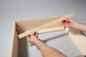 Bildno.: 11502444<br/><b>Feature: 11502433 - Folding Desk</b><br/>A great DIY project for a children&#39;s room -- a folding desk and chalk board<br />living4media / Selbermachen Media / Bordes, Christian