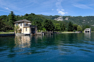 Bildno.: 11503154<br/><b>Feature: 11503153 - For the Love of the Lake</b><br/>A restored boat house on Lago d&#39;Orta in northern Italy<br />living4media / Maulini, Pier