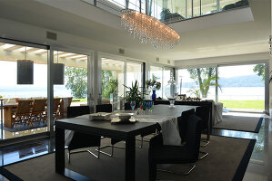 Bildnr.: 11507150<br/><b>Feature: 11507124 - Nah am Wasser</b><br/>Luxus-Anwesen: Hier kann man fast vom Pool in den See springen, Lago Maggiore<br />living4media / Maulini, Pier