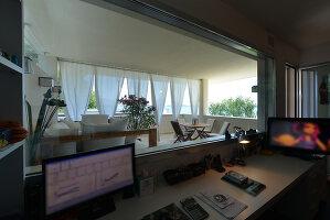 Bildnr.: 11507154<br/><b>Feature: 11507124 - Nah am Wasser</b><br/>Luxus-Anwesen: Hier kann man fast vom Pool in den See springen, Lago Maggiore<br />living4media / Maulini, Pier