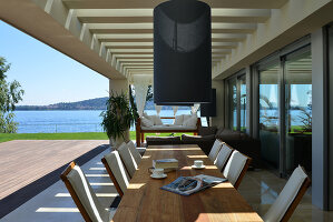 Bildnr.: 11507156<br/><b>Feature: 11507124 - Nah am Wasser</b><br/>Luxus-Anwesen: Hier kann man fast vom Pool in den See springen, Lago Maggiore<br />living4media / Maulini, Pier
